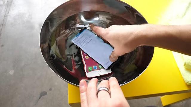 Beginilah Hasilnya Lomba Menyelam Iphone 7 Vs Samsung Galaxy S8