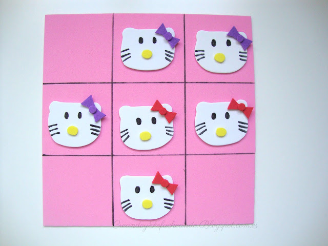 3 en raya de hello kitty en goma eva