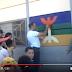 بالفيديو: معلّم أمازيغي شجاع يرسم العلم الامازيغي على حائط مدرسة أمام أنظار التلاميد