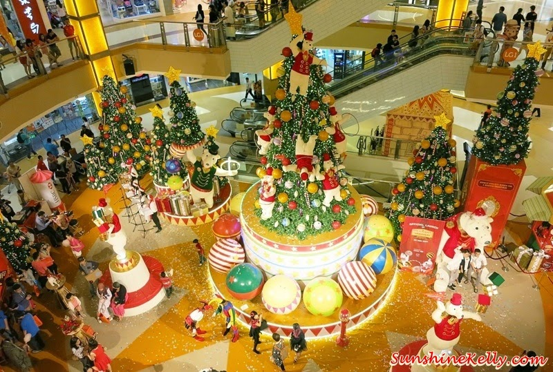 A Hoopful Christmas, LumiAir, Circus Show, Giant Teddy Bear, Cure christmas 2014 christmas, shopping mall, christmas, winter apparesa;l