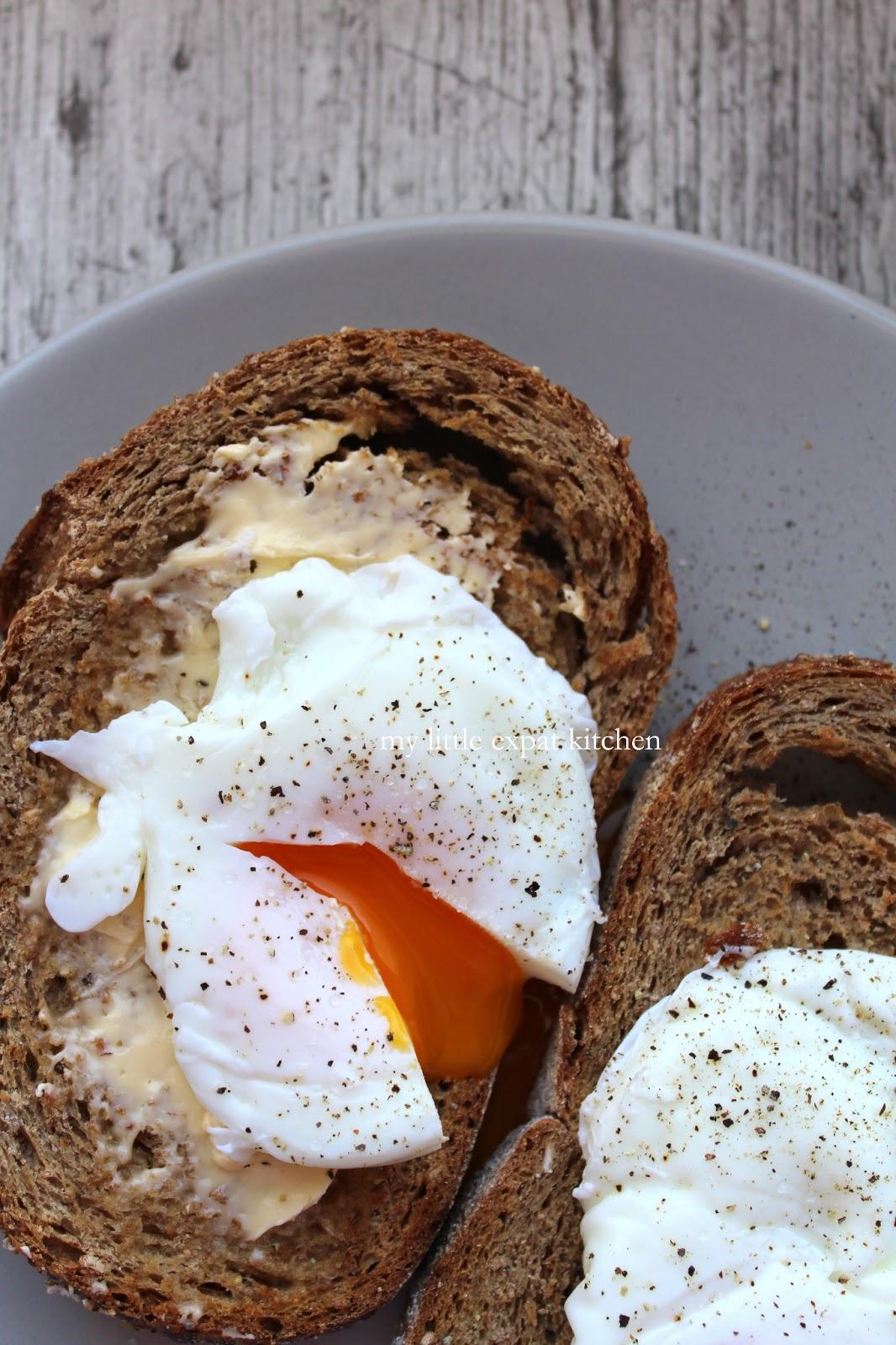 Αβγά Ποσέ σε Φρυγανισμένο Ψωμί