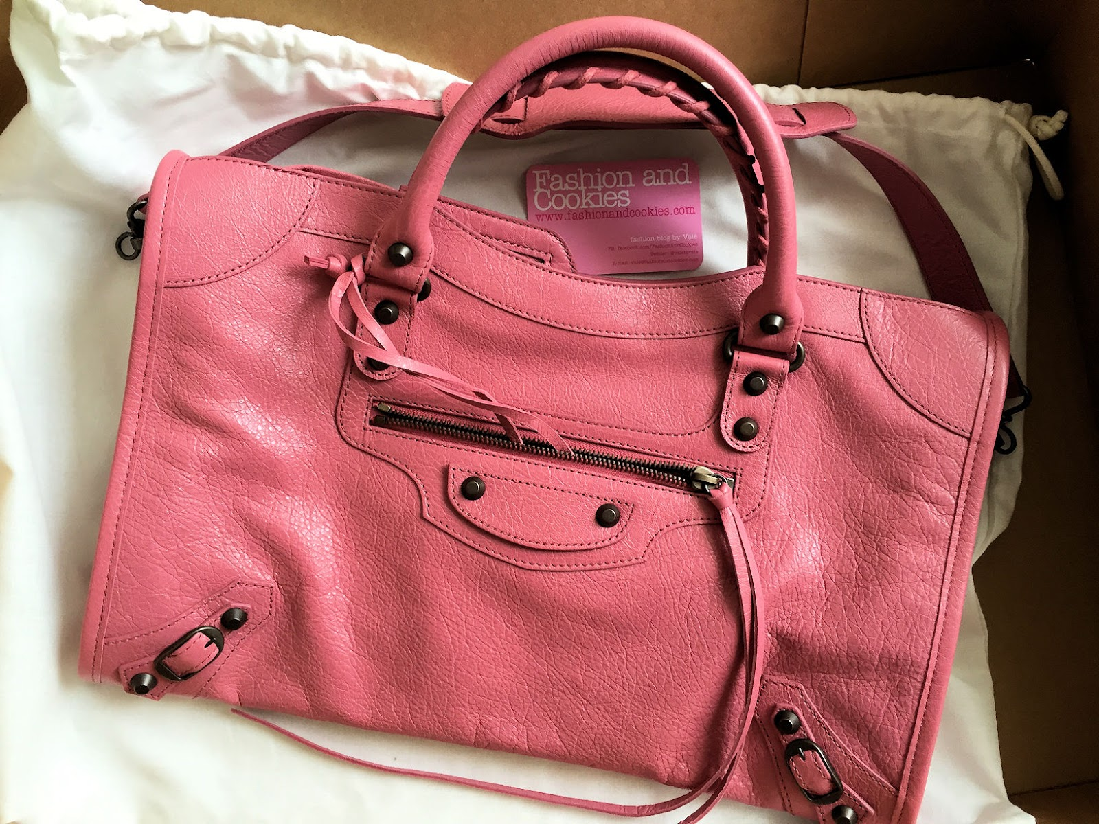 Balenciaga Classic City bag in Rose Hortensia on Fashion and Cookies fashion blog, fashion blogger style