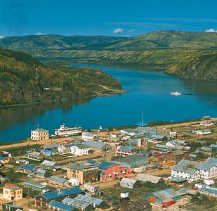 A cidade de Dawson e o rio Yukon