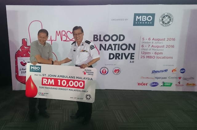 MBO Cinemas CEO Mr Lim Eng Hee (left) presenting the RM10,000 contribution to National Secretary General of St John Ambulance of Malaysia Dato' Yeo Kim Thong
