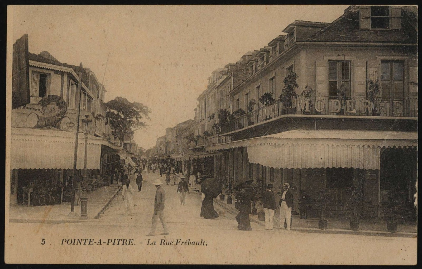 rue frebault pointe a pitre guadeloupe marche aux epices saint antoine spicies caribbean travel french west indies france antilles blog lifestyle caraibe blogueuse island escape landscape madeinguadeloupe