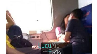 Gaya Pacaran Anak Jaman Sekarang di Kereta Ini Bikin Prihatin Banget