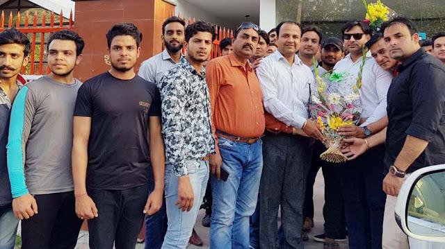Friends, celebrated birthday celebration of Congress leader Sumit Goud