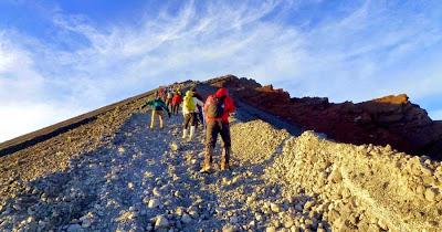 Trekking to Mount Rinjani to go Summit approx.. 3 hours