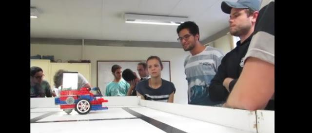 Alunos de Sistemas de Informação e Ciência da Computação criam robôs que caça o Aedes aegypti.