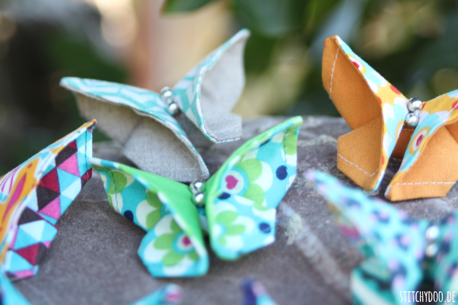 stitchydoo diy viele bunte origami schmetterlinge aus stoff. Black Bedroom Furniture Sets. Home Design Ideas