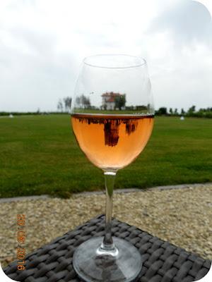 o zi de poveste condensata intr-un pahar de vin