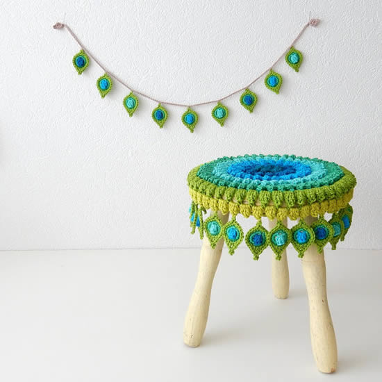 Crochet pattern stool cover, photo by The Curio Crafts Room   Happy in Red