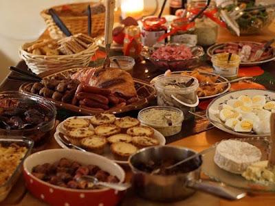 Μυστικά για να αποφύγετε το φούσκωμα και τις καούρες μετά το εορταστικό τραπέζι