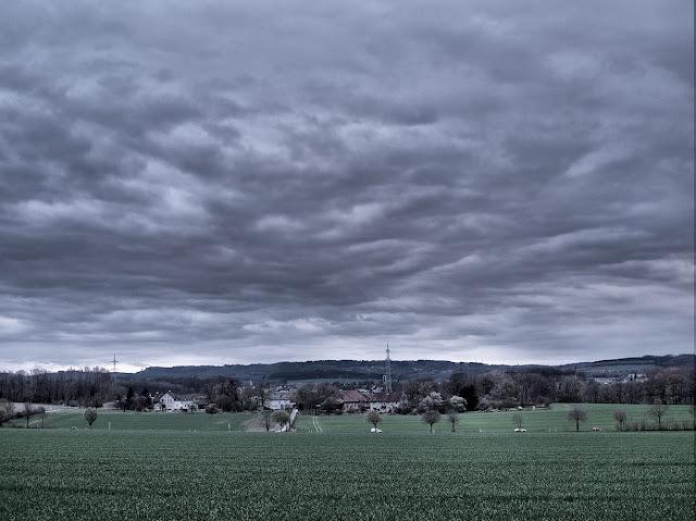 Wolken ziehen über das Land bei Leopoldshöhe
