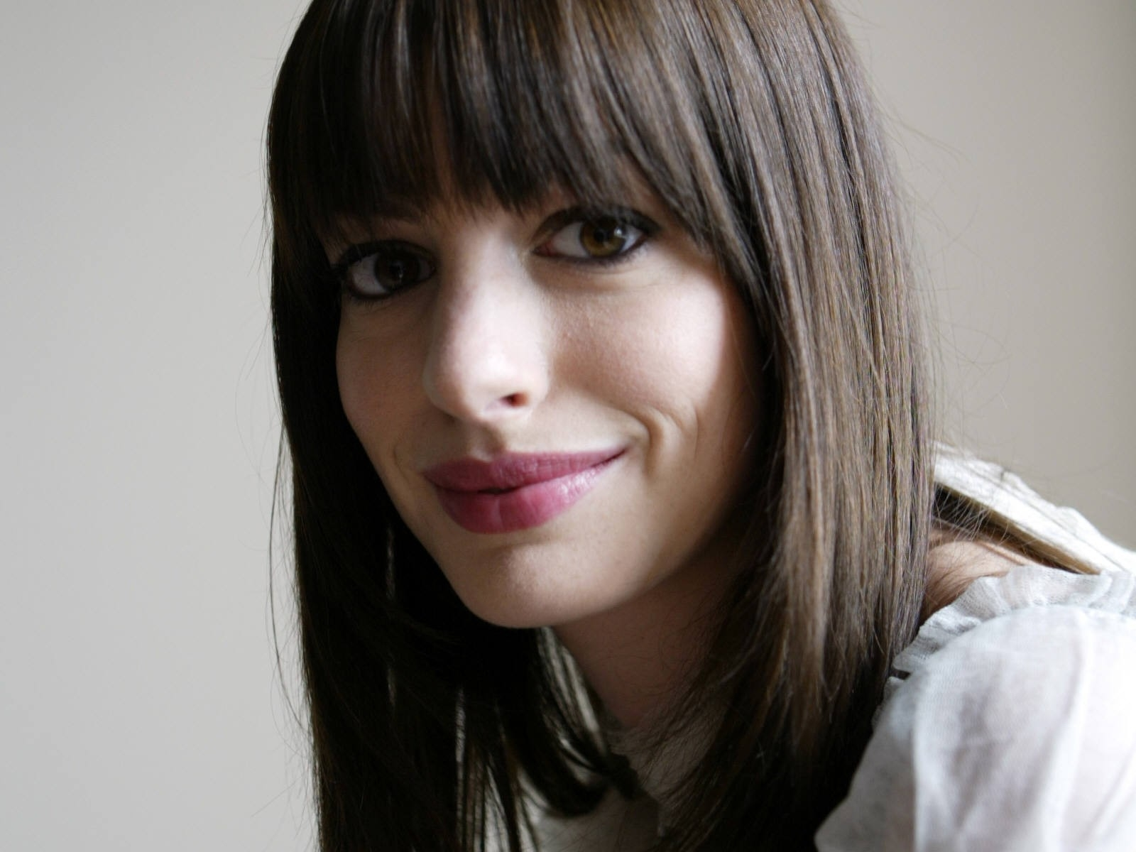 Hollywood Actress Anne Hathaway High Definition Wallpapers
