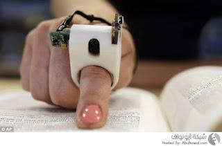 الجهاز FingerReader الذي يقرأ النص المطبوع بصوت مسموع