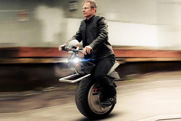 دراجة هوائية تعمل بالكهرباء وبعجلة واحدة