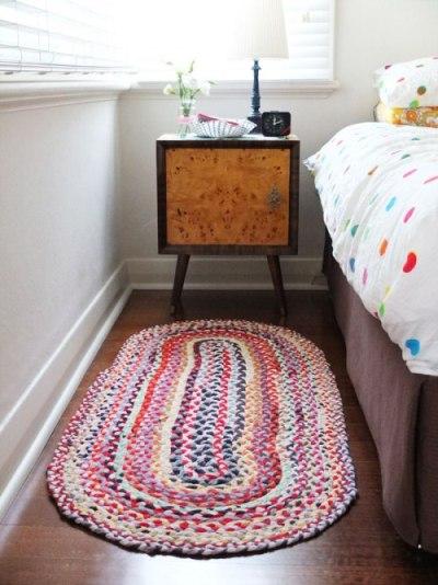 Karpet terbuat dari kain t-shirt / kaos bekas.