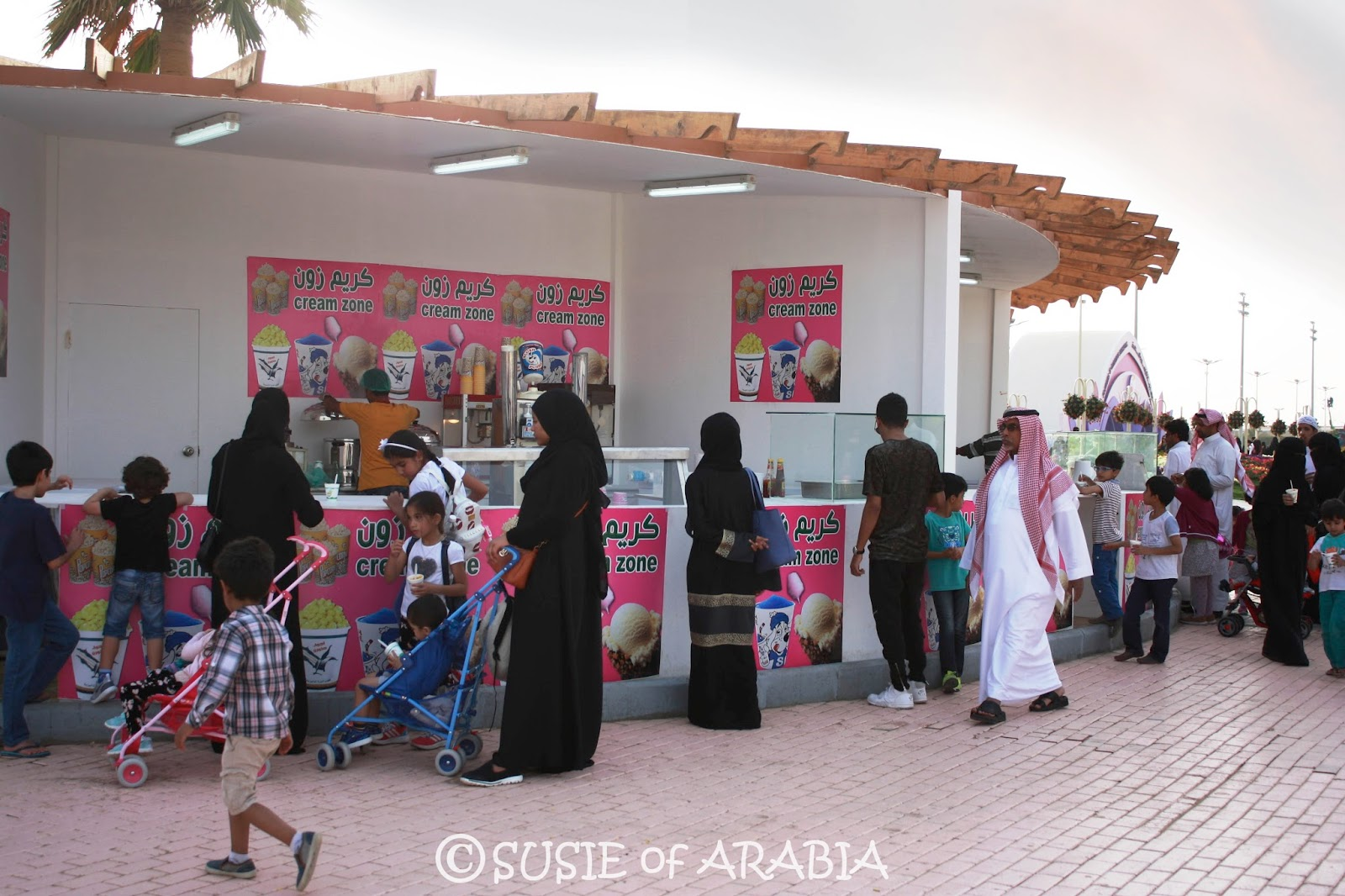 Hanging Chair Jeddah Cheap Rolling Chairs Susie Of Arabia Yanbu Flower Festival 2016
