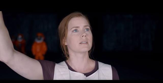 Louise Banks (Amy Adams) tente de communiquer avec des aliens dans Premier Contact, de Denis Villeneuve (2016)