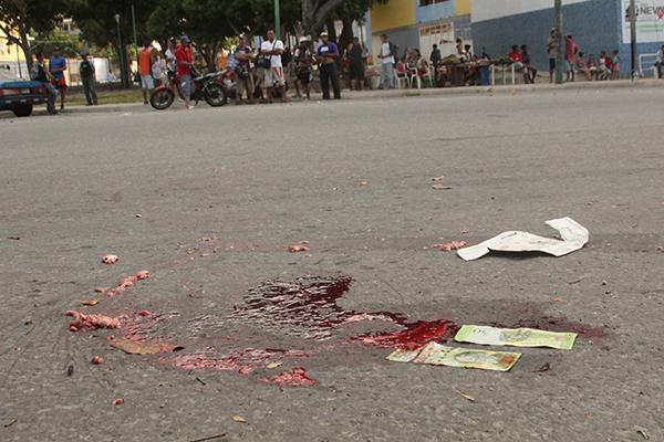 Niño cayó de un autobús repleto y murió arrollado en Vargas