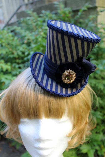 This purple striped mini top hat is called
