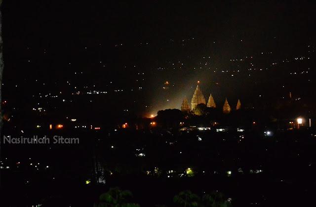 Candi Prambanan terabadikan kala malam hari dari Spot Riyadi
