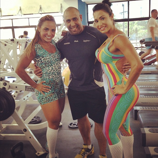 Gracyanne Barbosa ao lado do personal trainer Xande Negão e da amiga, Cris - Foto: Reprodução/Instagram