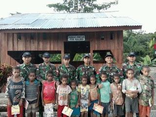 Prajurit Yonif 406/Candra Kusuma Dirikan Rumah Pintar di Perbatasan RI-PNG