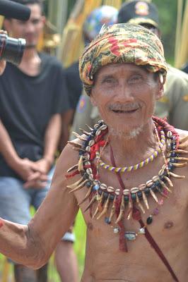 Smiling Chief, Pak Amin