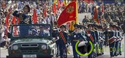 Moldovan-Transdniestrian War: dimana kedua belah pihak petugas akan minum bersama-sama pada malam dan berperang pada hari