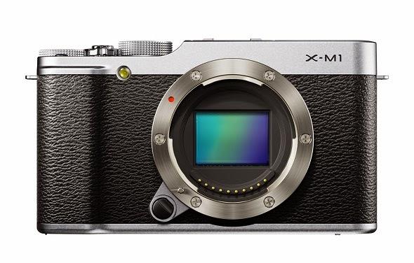 Fotografia della Fujifilm X-M1 con il sensore in evidenza