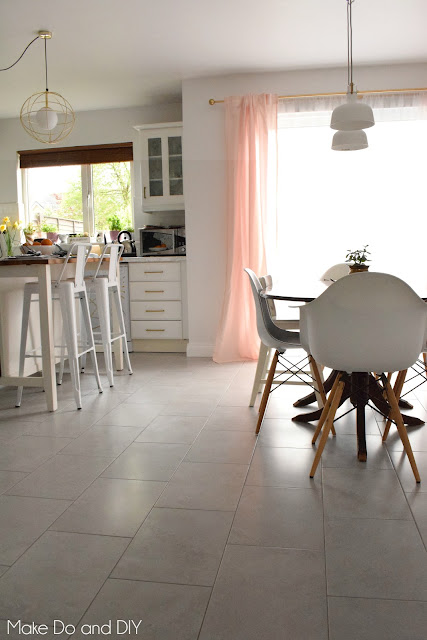 neutral kitchen tile