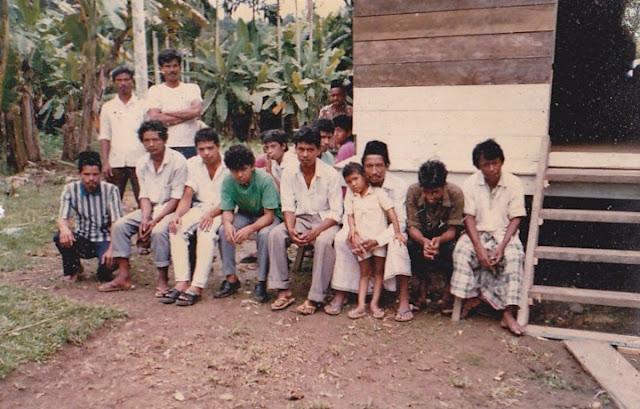 Mayoritas masyarakat Gampong Riseh Tunong Kecamatan Sawang Aceh Utara adalah petani dengan mata pencaharian utama; padi, pinang, kakao, kemiri, dan durian.