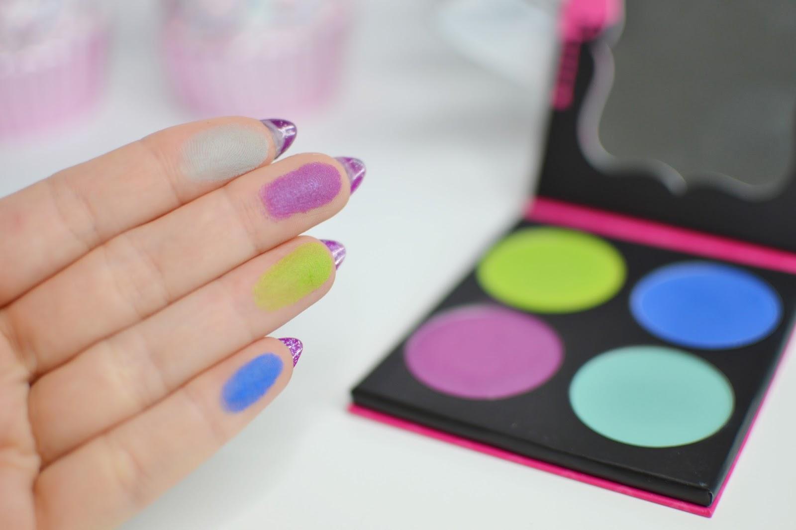kolorowe palety cieni