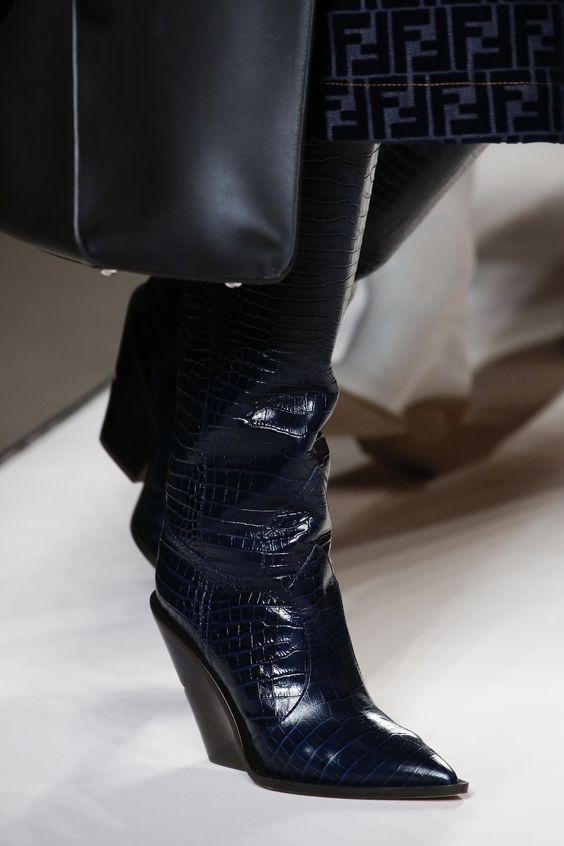 71d87b49a9ef0 Stoisz przed wyborem odpowiedniego obuwia na jesień i zastanawiasz się,  który model wybrać? W tym sezonie postaw na modne workery i sztyblety.