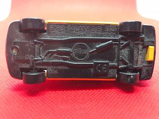 フォード ギャラクシー のおんぼろミニカーを底面から撮影