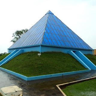 Pirâmide Esotérica, em Ametista do Sul