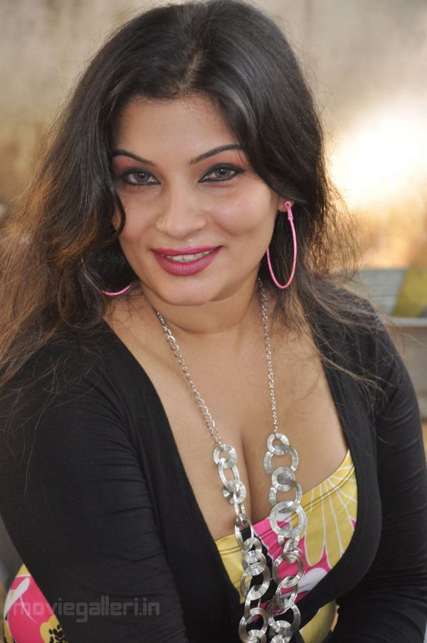 Actress Mumtaz Hot Spicy Photo Gallery Latest Mumtaz Hot Exposing