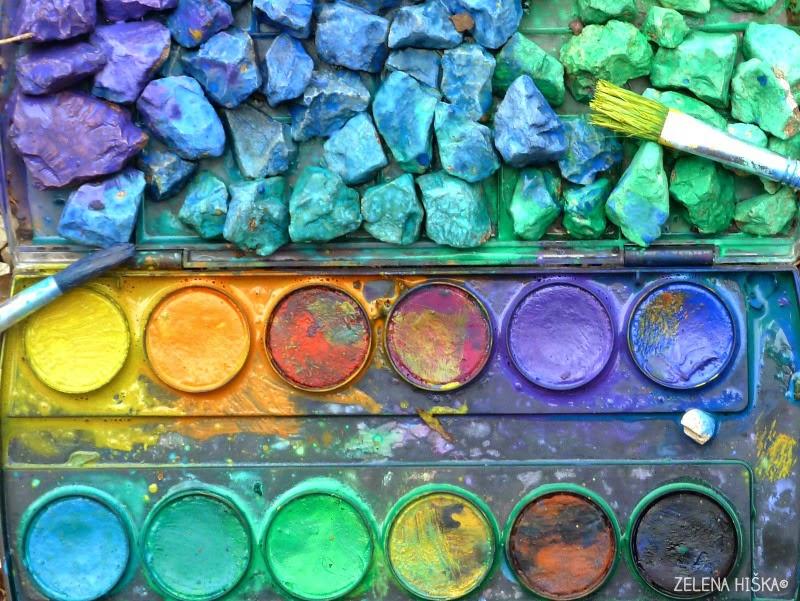 pisani kamenčki in vodene barvice