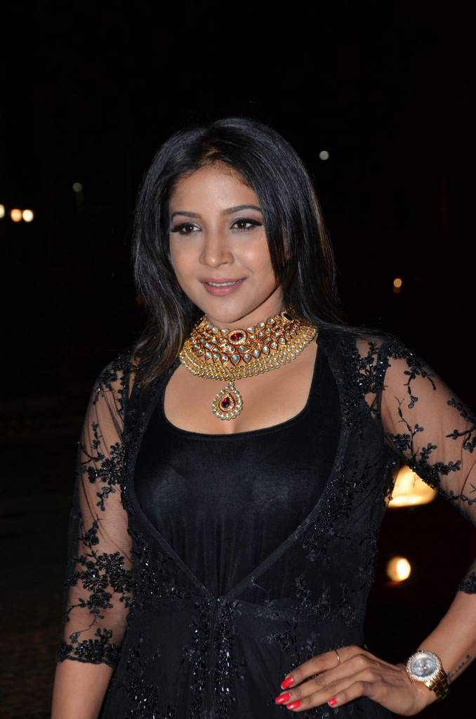 Sakshi Agarwal At 64th JIo Filmfare Awards 2017 Stills