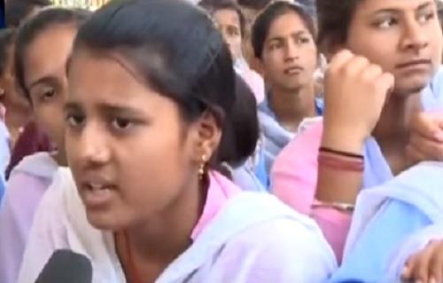 रेवाड़ी में स्कूल अपग्रेड की मांग को लेकर अनशन पर बैठी छात्राओं की हालत बिगड़ी