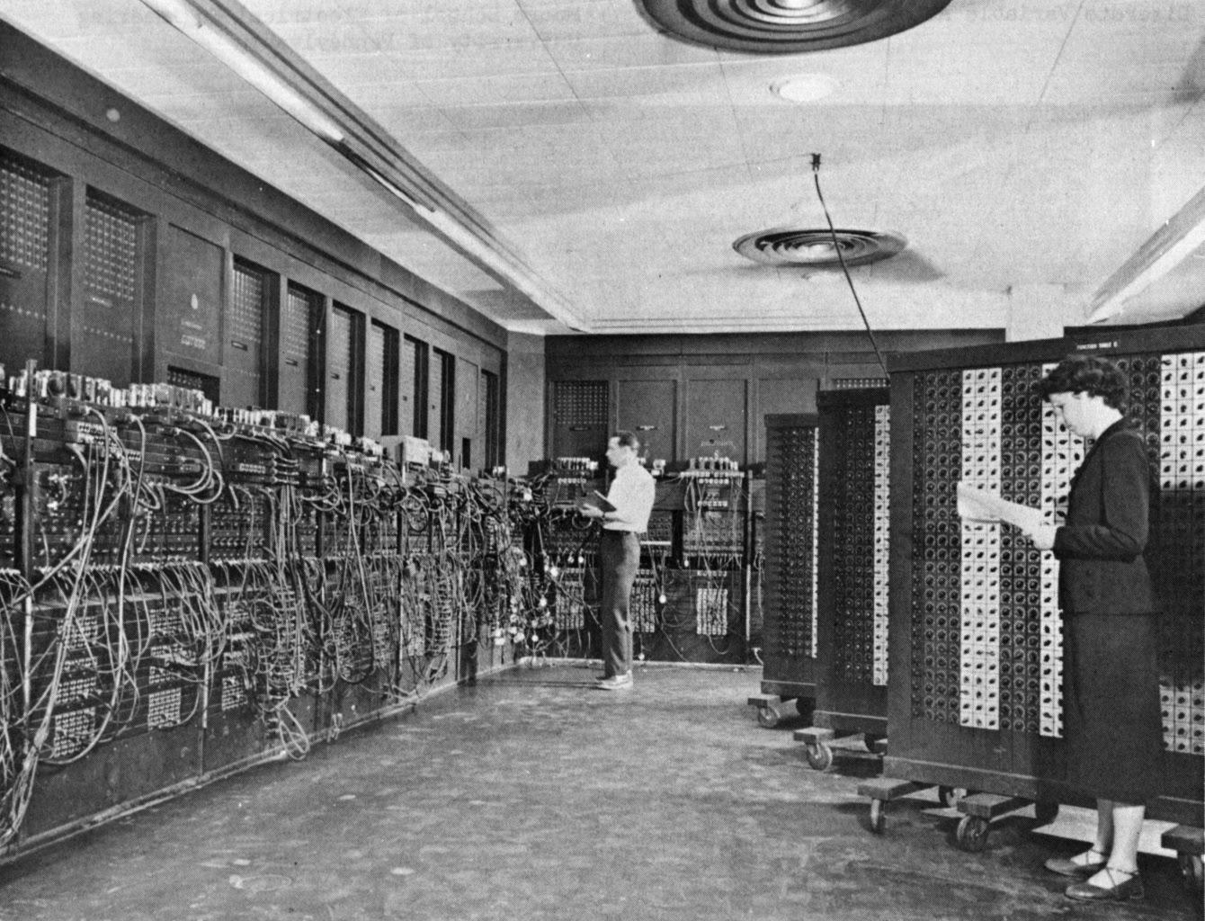 تعرف على أقدم حاسب في تاريخ البشرية  || أول كمبيوتر مركزي
