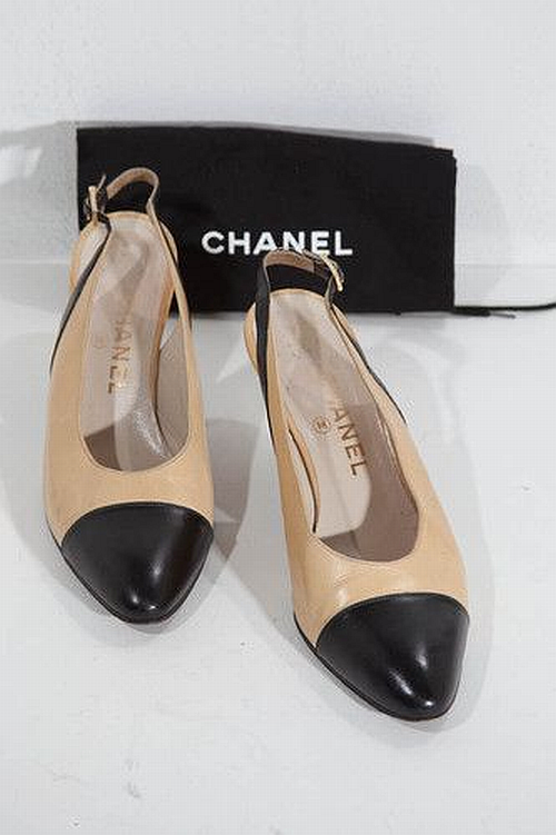 the classic and original Chanel slingback, two-tones hoes
