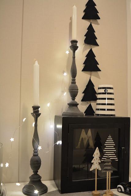 mustat korkeat kynttilänjalat