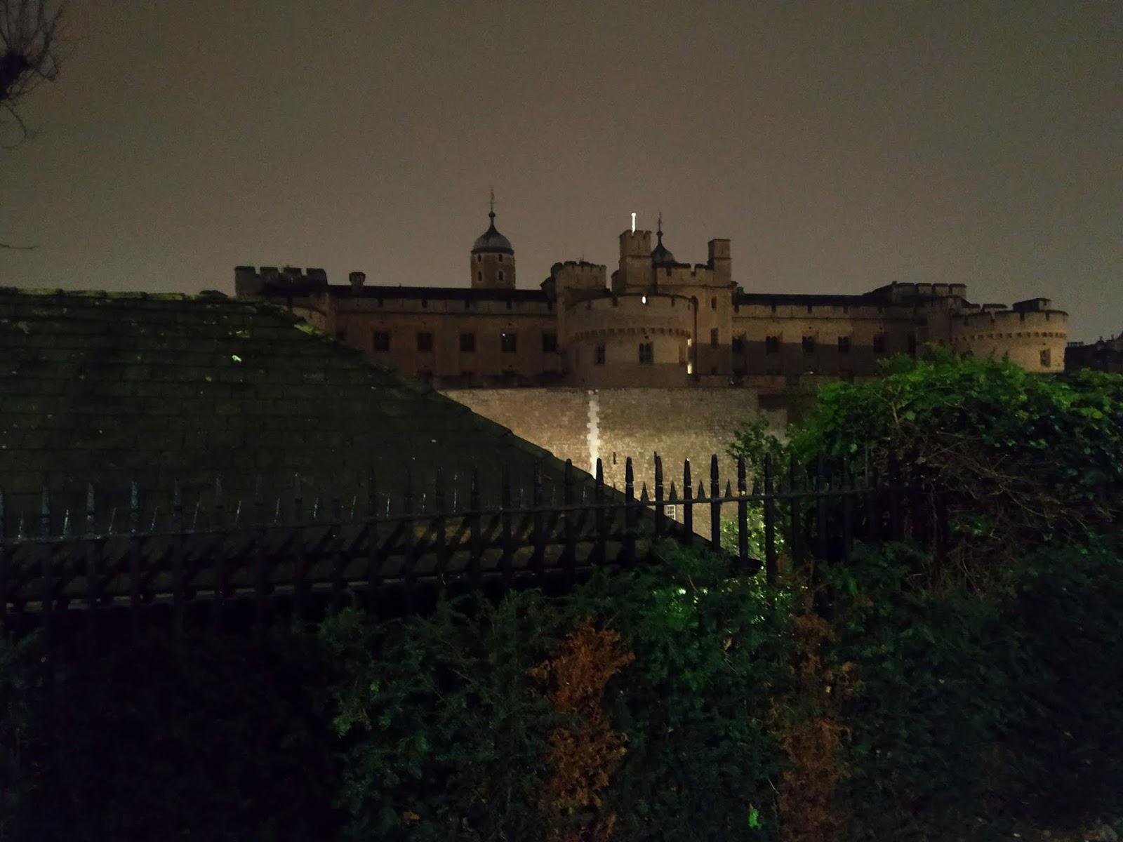tower v noci