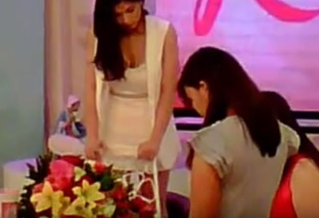 Off Camera Kulitan: Angel Locsin Was Seen Doing This While She's On The Set Of Kris TV!