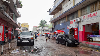 Sideroads in Kinshasa are full of mudd