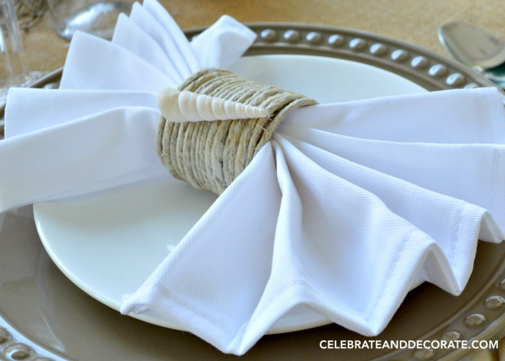Do it yourself ideas and projects diy coastal napkin rings i always look at the toilet paper roll when it is empty and try to figure out how i can use it i often have thought of napkin rings but it finally solutioingenieria Image collections