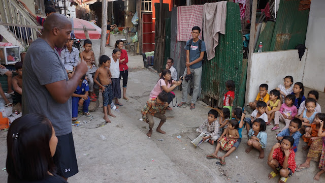Terry Douglas raconte son histoire d'orphelin aux enfants